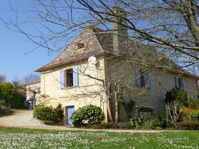 Photo for Holiday home 'Aliénor' garden in Périgord lake, castels and wine near Bergerac,