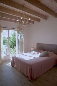 Photo for Large Viognier Bed and Breakfast in a vineyard near Uzès