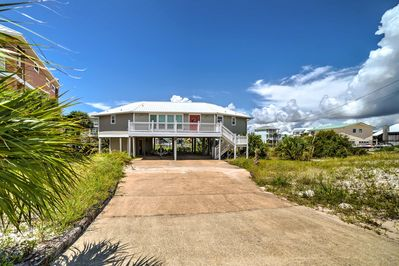 This 2-bed, 2-bath vacation rental home sleeps up to 6 guests.