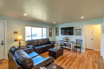 Open and comfortable living room great for all night conversations