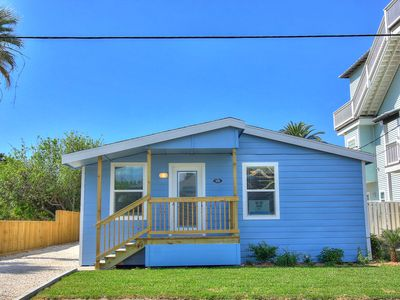 "Photo for The Blue Pearl, cute 2 bedroom cottage in ""Old Town"" Port Aransas!"