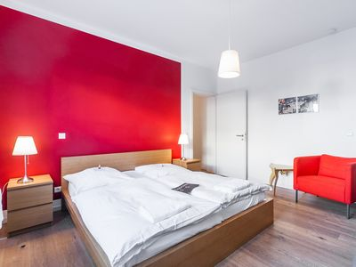 Photo for 5 rooms, Riesen-WohnZi, Park Tempelhofer Feld, 3 minutes to U- / S-Bahn, to 14 Per