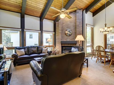 Large, Top-Floor Home to Enjoy w Friends/Family - Near Slopes, Discount Lift Tix
