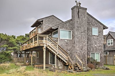 Your personal paradise awaits at this lovely vacation rental home alongside Oregon's North Coast!
