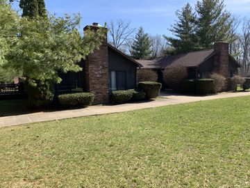 Next to Apple Valley Golf Course! Clean, Comfortable, Peaceful!