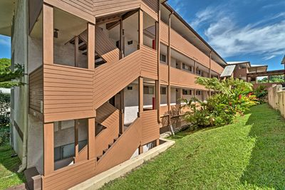 This peaceful complex in Hilo invites up to 4 guests on a memorable getaway.