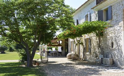 Photo for Great charming holiday home on 6 ha in Isle sur la Sorgue.