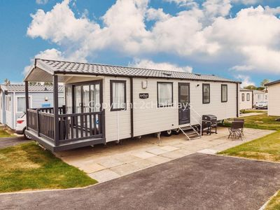 Photo for 6 berth luxury caravan for hire at Haven Hopton in Yarmouth ref 80016F