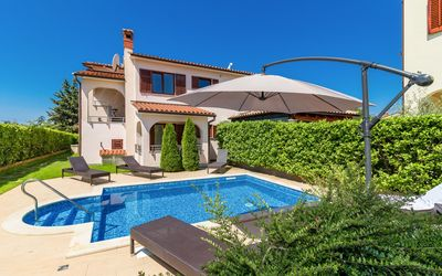 Photo for Apartment for 6 persons with pool and beautiful garden