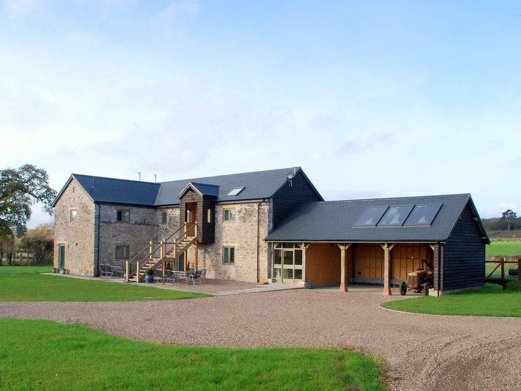 Le gro barn luxury river frontage accommodation in wales for Luxury barn homes