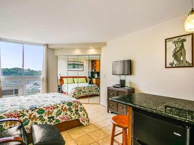 Photo for Comfortable Spacious and Modern - PLUS Just 1min to Beach with Diamond Head View