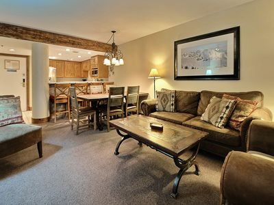 Beautiful Remodeled 2 Bedroom 2 Bath With Private Hot-Tub. Steps To Ski Lifts