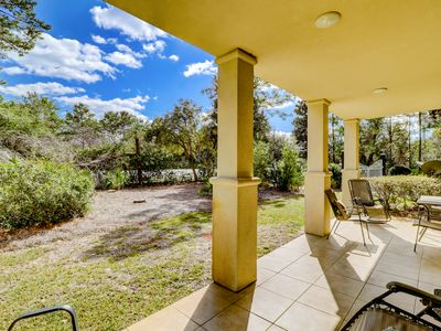 Photo for Lovely Vacation Rental, On-site pool, Minutes from the beach