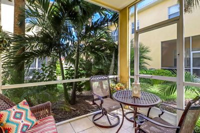 Enjoy your morning coffee or a quiet evening drink on the fully screened lanai sourrounded by tropical foliage.
