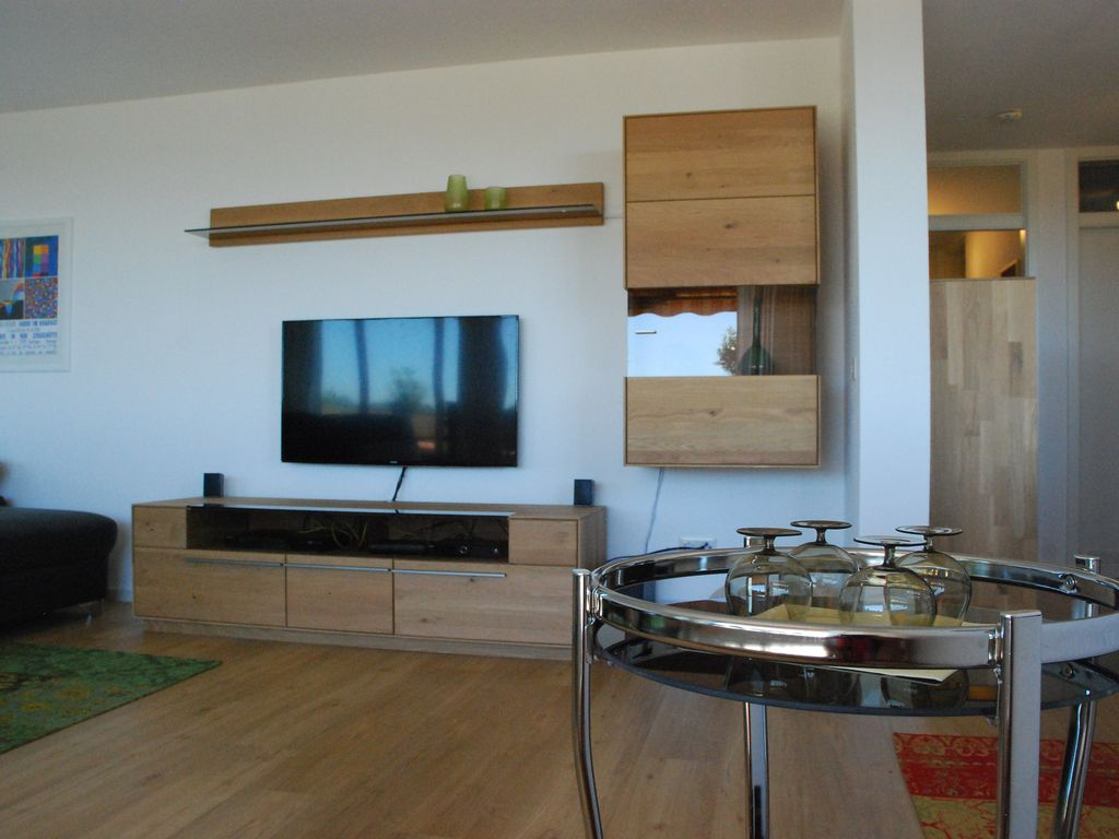 Dream terrace apartment in meersburg with stunning views for Apartment bodensee