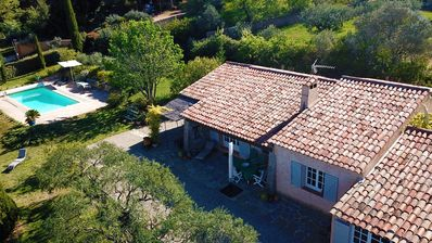 Photo for Quiet Provencal house with private pool and dominant view, near the center
