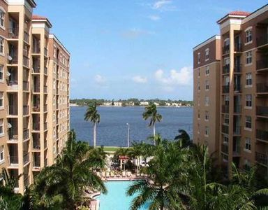 Photo for Cozy Downtown Condo with view to Palm Beach Island