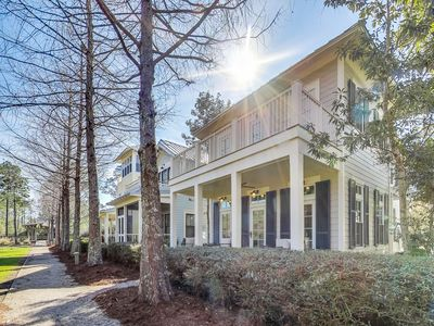Photo for Quick access to Community Pool and Dining Options! Open Porch Space!