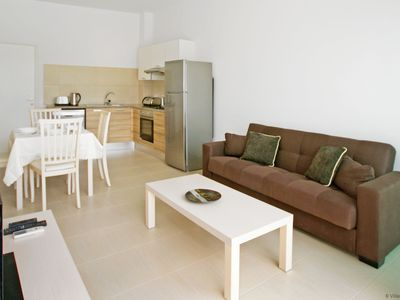 Photo for ALICIA - 1bed apartment walking distance to fig tree bay beach