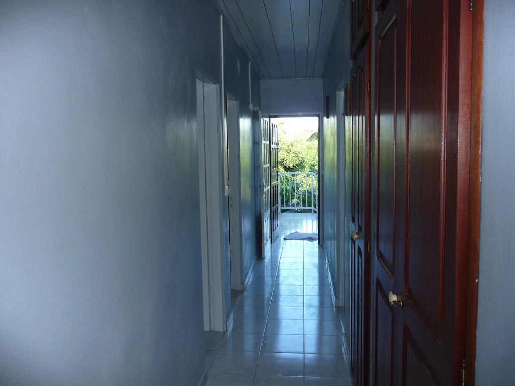 Fully Equipped Garage : Apartment for rent persons fully equipped with garage