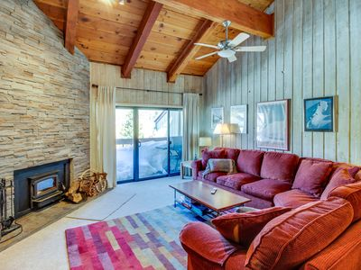 Photo for Walking distance to ski slopes & Canyon Lodge w/ shared pool & hot tubs!
