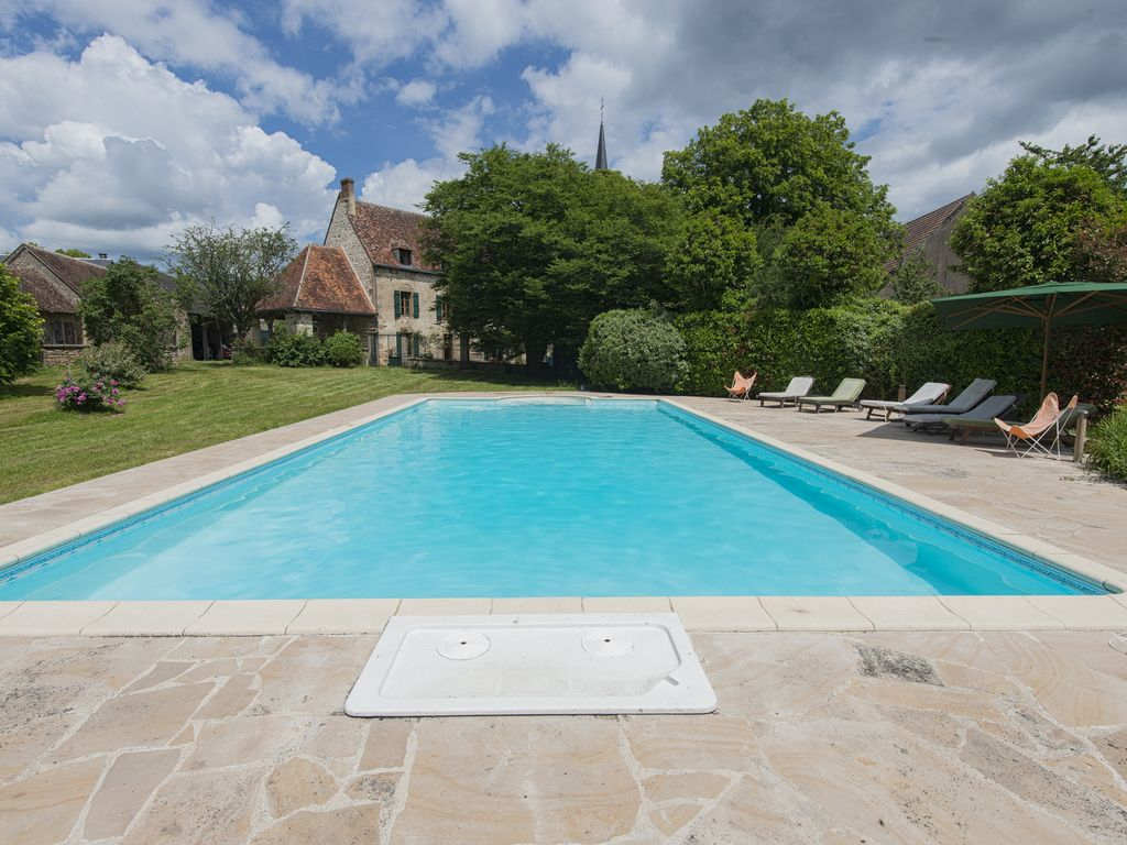 Garden With Swimming Pool manor house 450 m2, 6 bedrooms, 14 people, large garden with swimming pool,  near golf course - crevant