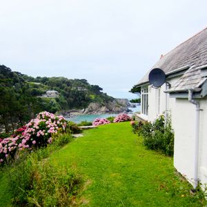 Photo for Detached Cottage Overlooking The Sea