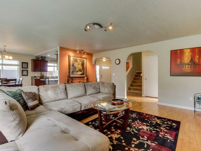 Comfortable home w/ backyard & fireplace - near vineyards, wineries & events!
