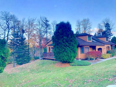 O2 Comfortable Forest Cottage home great for kids with lots of yard space! Walk to the ski slopes!