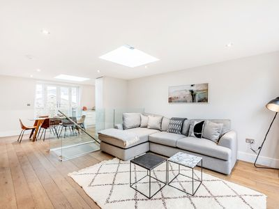 Photo for A LUXURIOUS MODERN 2-BEDROOM IN COVENT GARDEN