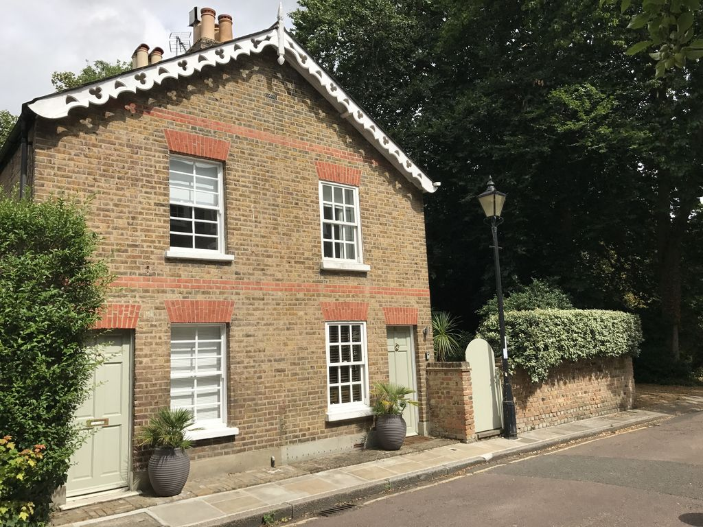 Charming victorian cottage in a great terrace cottage for 100 richmond terrace