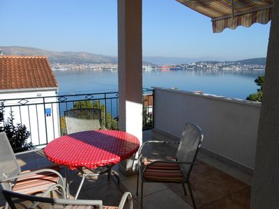 Photo for Two bedroom apartment with terrace and sea view Okrug Donji (Čiovo)