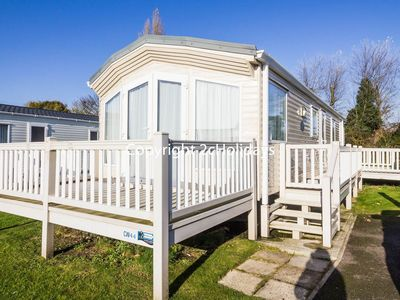 Photo for Luxury caravan for hire sleeps 6 on a great holiday park Norfolk ref 10044
