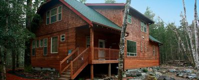Gorgeous Mt Hood Log Home on Sandy River,Hot Tub,Wifi,Pets Welcome