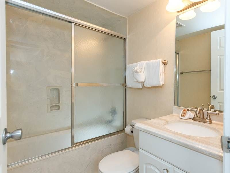 BEAUTIFUL 3RD FLOOR UNIT  W/ private Balconies! Spectacular views!