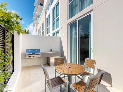Photo for New Listing! Contemporay townhouse w/shared pool & sauna, close to beach-Dogs OK