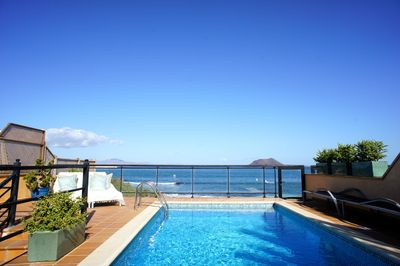 Heated pool, direct access to beach