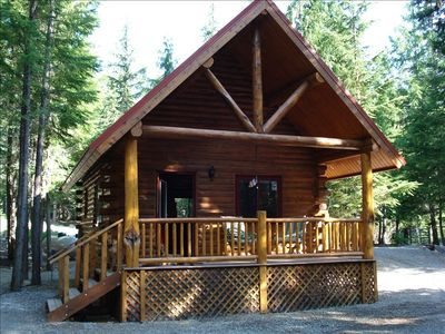 1 King Bed {upstairs in loft}, 1 Queen bed downstairs, 1 bath, sleeps up to 4.