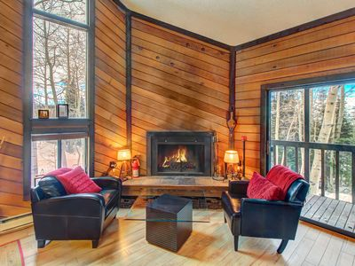 Photo for Cozy ski-in/ski-out chalet in a great location - family-friendly!