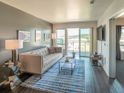 Photo for Top Floor NEW 1BR/1BA with Exceptional Views & Gym