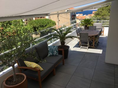 Photo for Air-conditioned roof terrace between sea and hills with jacuzzi, 200m from the beach
