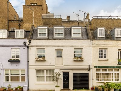 Photo for A beautiful Mews House Close to Hyde Park W2