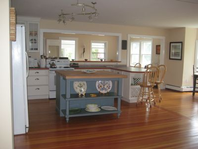 Open Kitchen, great for working and entertaining.