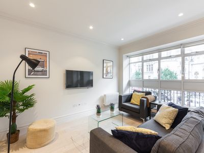 Photo for HEART OF LONDON! COVENT GARDEN - TEMPLE AREA 3BR 3BA FLAT WITH BALCONY