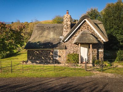 Photo for NORTH LODGE, pet friendly, with a garden in Ledbury, Ref 987325