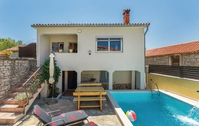 Photo for Comfortable Villa Kris with Pool in Mrgani