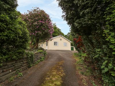 Photo for SUNNYSIDE LODGE, pet friendly, with hot tub in Cwmbach, Ref 941276