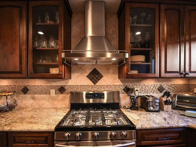 Luxurious town home on quite golf course, 3Bdr, 3Bth, 3 TVs, Pool Tbl, garage