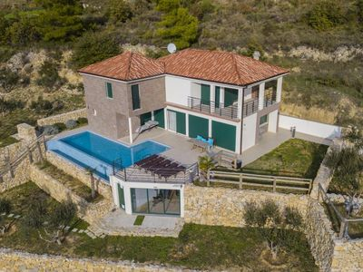 Photo for ctst124 - Newly built and modern villa with pool, 6 + 2 persons