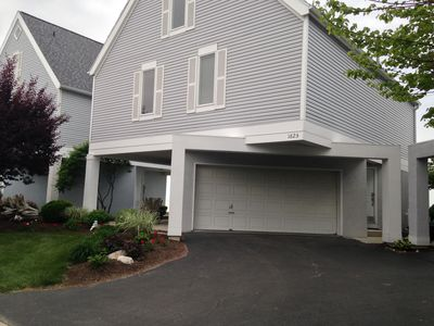 Lake Erie Beachfront Luxury Home with 3 Bedrooms & Pool & Internet Access